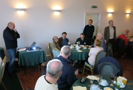 Angus Ross (right) introduces Martin Dorchester (left) to the assembled company of CRSC members and friends