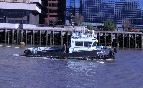 Devout guided Waverley in the restricted Pool of London -- copyright photo Charles McCrossan